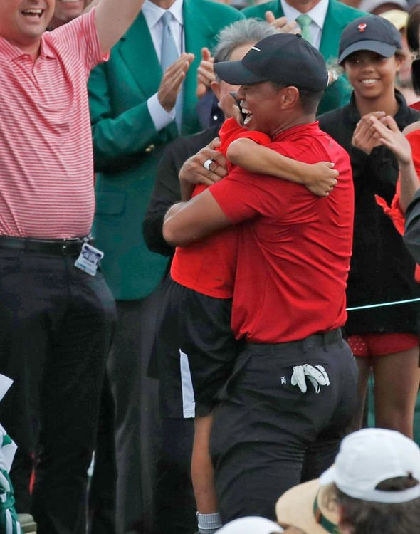 tiger-woods-had-a-long-embrace-with-is-10-year-old-son-1827488